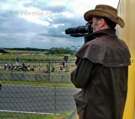 MotoGP: фотоохотник ждет очередного падения