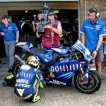 MotoGP: предстартовый обряд Валентино Росси снимают крупным планом